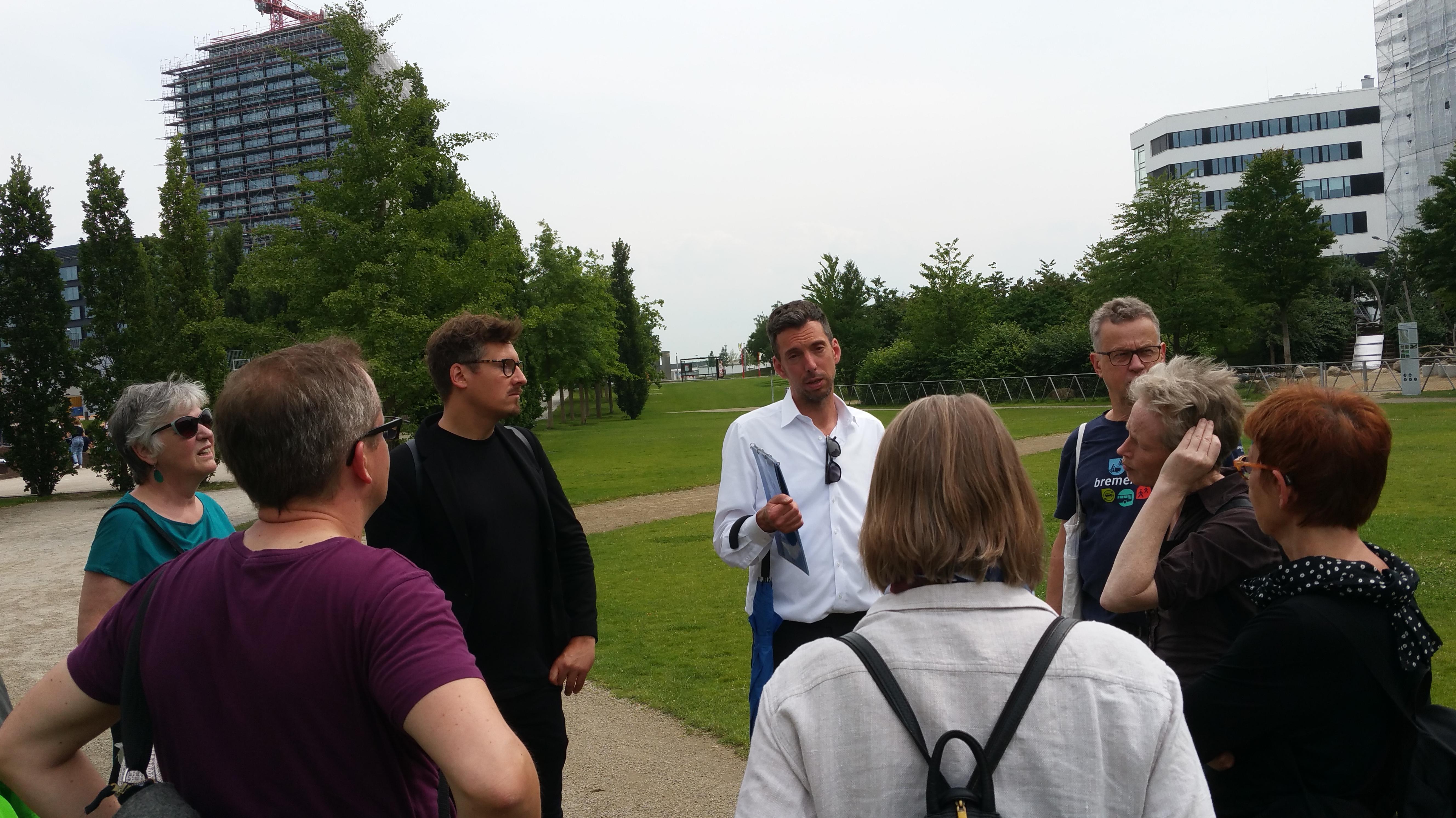 Die Gruppe wurden von Christian Scheler (ARGUS, Hamburg) und Thorsten Gödtel (HafenCity InfoCenter) durch die HafenCity geführt.